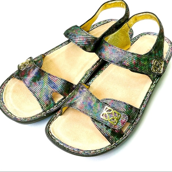 Algeria Butterfly Sandals Leather Material